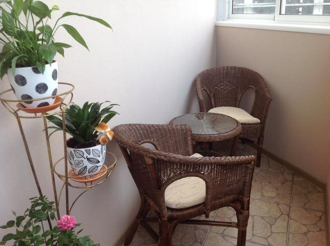 Выбираем мебель для балкона: фото удачных решений.
